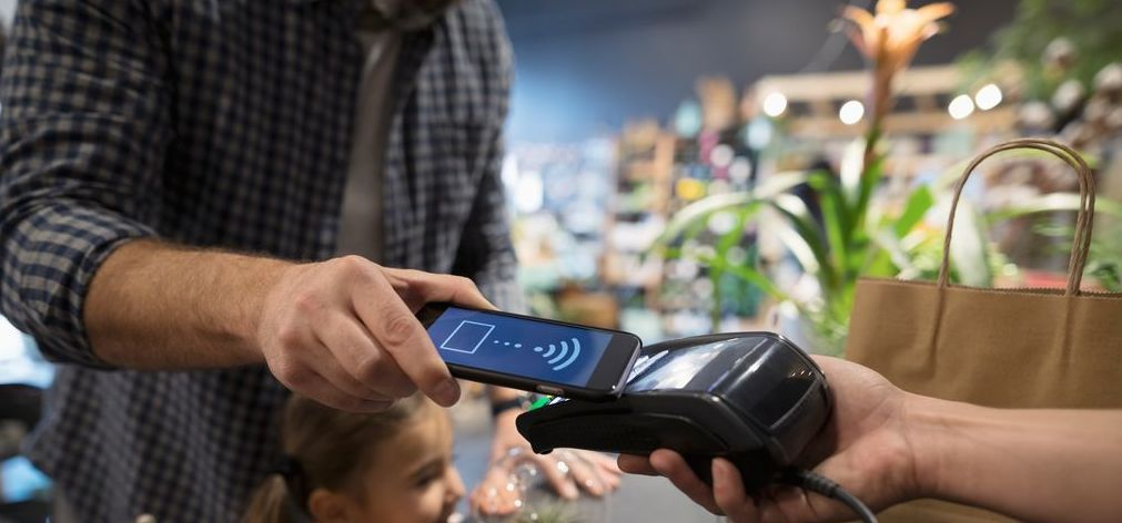 Mobile payment nfc at restaurant-2
