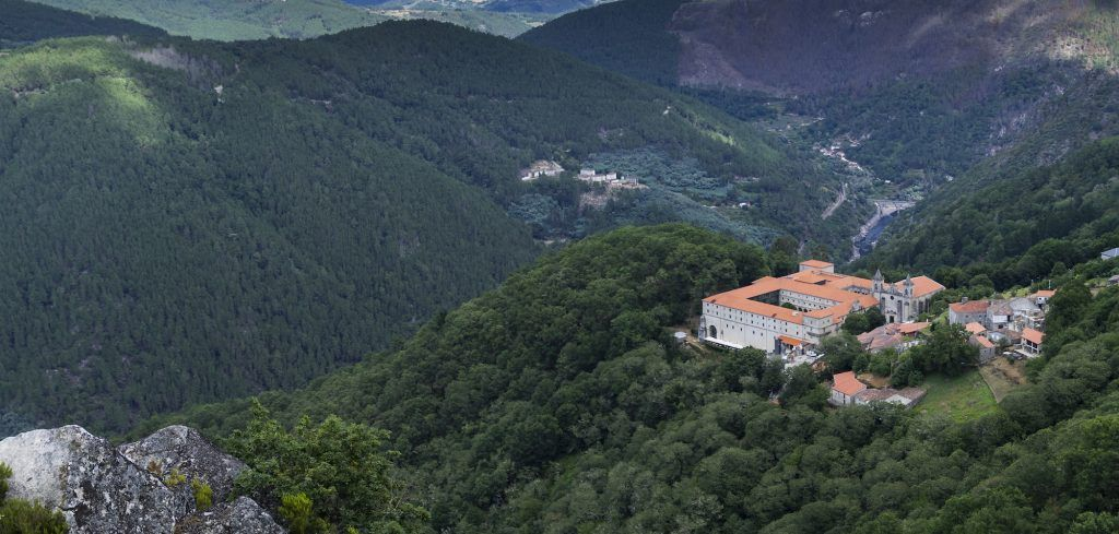 Monastery of San Esteban de Ribas de Sil, prior to the tenth century, is located on the southern bank of the river Sil. At present it is a Tourist Parador.