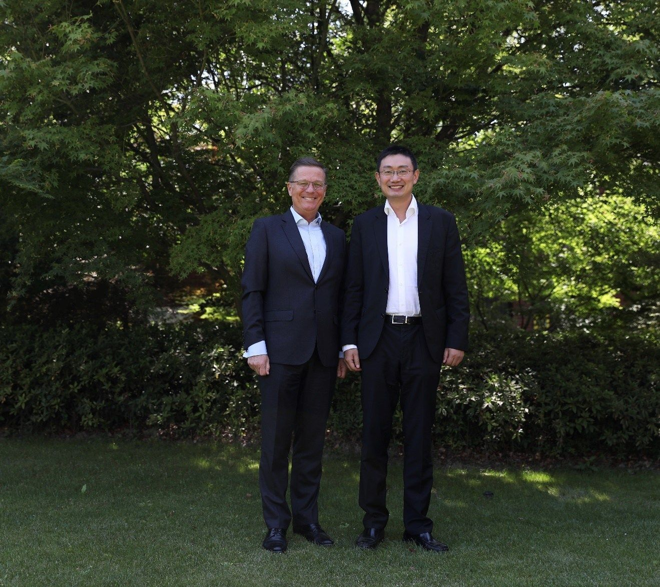 Jolyon Bulley (CEO of IHG Greater China) and Ray Chen (CEO of Accommodation Business Trip.com Group)